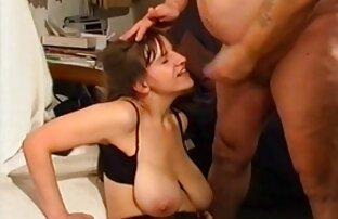 Chilena de rodillas - Sexo oral en sexo xxx español latino el patio