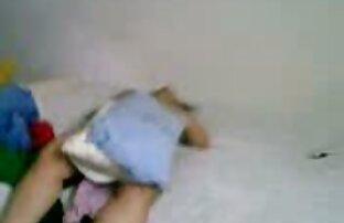¡La milf canadiense Shanda Fay se pone peliculas xxx español latino cachonda en su cama!